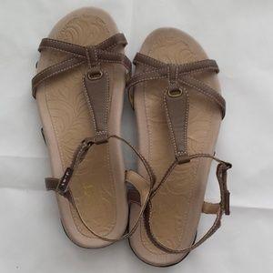 J-41 Adventure-On Deva Women Sandals   *Size 7M